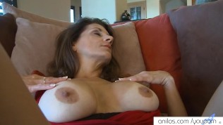 Hairy cougar gaping wet orgasm