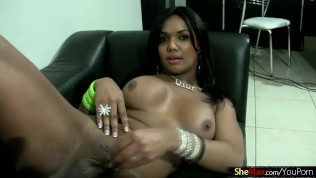 Black hair teen shedoll strips down and presents her goodies