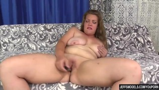 Plump Beauty Miranda Kelly Brings Herself to Orgasm with Fingers and Vibrators