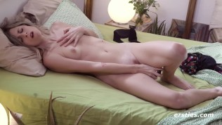 Super Sexy Cintia Gets Herself Off - ERSTIES