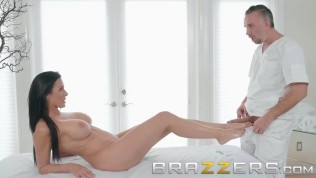 Brazzers - Massage oil makes Reagan Foxx want to fuck