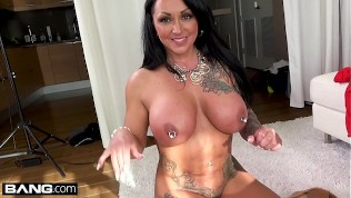 Latina MILF Ashton Blake flashes her pussy in a public park