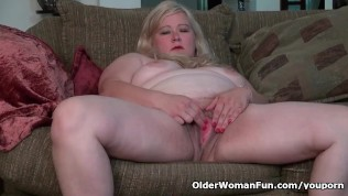 American BBW Jacks pleases her hungry pussy