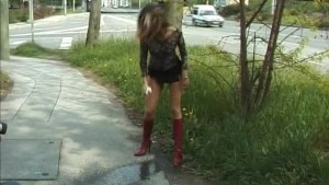 beautie girl peeing in public