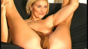 Blonde babe mastrubate