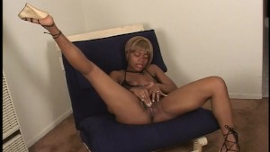 Hairy mama makes herself cum