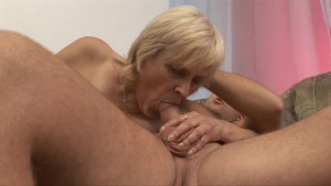 Horny old lady getting fucked hard