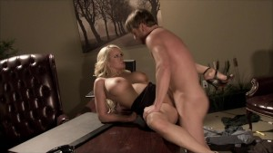 BIG-TIT MATURE MOM HARDCORE FUCK IN BACKROOM OFFIC
