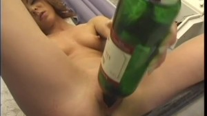 Solo babe having fun with a bottle - WOW Pictures