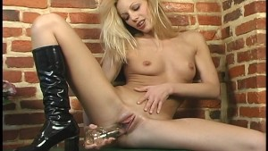 Holly Sampson Solo 2