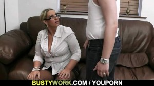 Gorgeous plumper spreads her legs