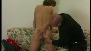 Young babe fucked in the ass by older man - Telsev
