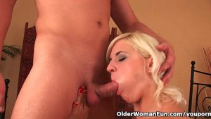 Soccer mom with full bushed crotch gets fingered hard