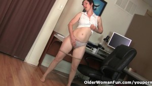 Hairy gilf in pantyhose needs to get off