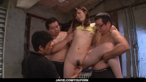 Amazing, Mami Yuuki, deals cocks in group action