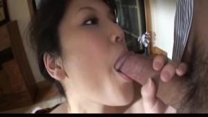 NAughty Asian babe Suzuki Chao loses kimono before sucking cock