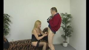 Blonde milf babe sucks cock - Julia Reaves