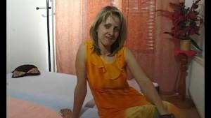 Getting a blonde milf to strip and masturbate - Julia Reaves
