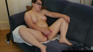 Short Haired Ivy Toying Her Pussy
