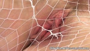 Scottish milf Toni Lace masturbates in pantyhose