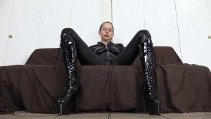 Giantess goddess toys with her little tinies