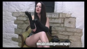 Hot Milf Samantha pulls on her sexy soft and buttery leather gloves