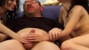 Real oldvsyoung threeway with amateur sucking