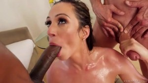 Ariella Ferrera does balls licking & handjob for a double facial