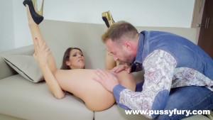 Samia Duarte Sucks Dick Like Nobody Else In Fucking Sloppy Deepthroat !