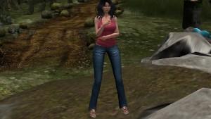 Une jolie brunette en jean