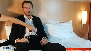 An innocent str8 banker serviced his big cock by a guy!