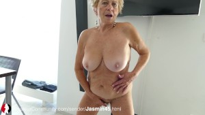 Deutsche Oma zeigt ihre alten Titten