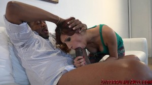 4K Jade Jantzen struggles with biggest black cock!