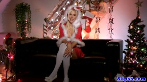 Euro amateur mrs clause masturbates on couch
