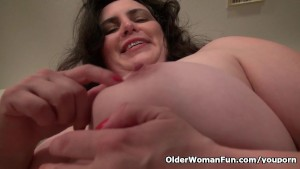 American milf Lexy James fucks
