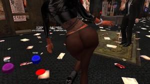 Une belle beurette dans un leggin moulant offrant la vue sur la forme de ses fesses - virtuelsexe