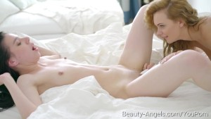 Beauty-Angels.com - Evelyn and Emily Thorne - Two babes throw sleepover