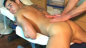 Fabrice A innocent delivery guy serviced his big cock by a guy!