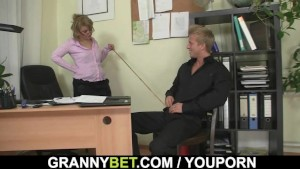Mature office bitch swallows big meat
