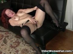 American milf Jessica O Hare gives herself a dildo treat