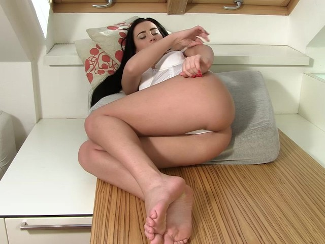 anna-rose-and-violeta-gaping,-pussy-stretching,-shaved