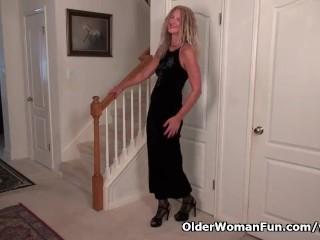 American Milf Lauren Gets Easily Excited In Her Pantyhose