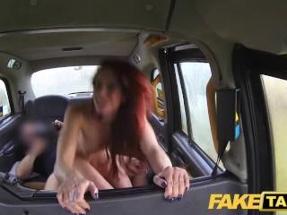 Nadržaná ryšavka si to rozdá s taxikárom
