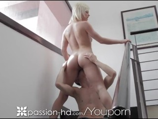 Mladá blondínka po rannom behu chce sex