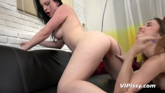 Vipissy - Foot fetish piss play for gorgeous Ella Rosa and Quinn Lindermann