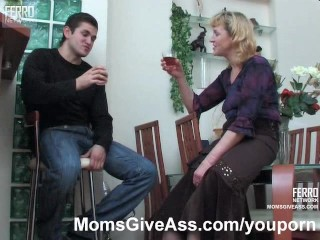 Mature woman fucked in the ass
