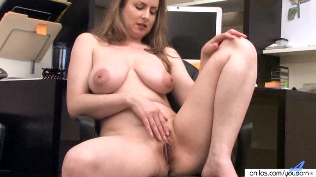 Dayana shows pussytures