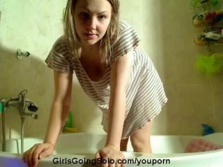 Amateur girl masturbating in the bathtub