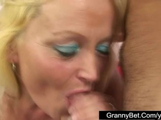 Plump mature lady fucking iwith young