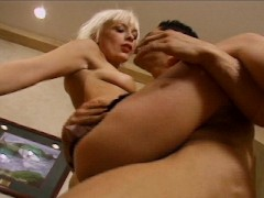 Picture English gal likes her ass hole to be made bi...